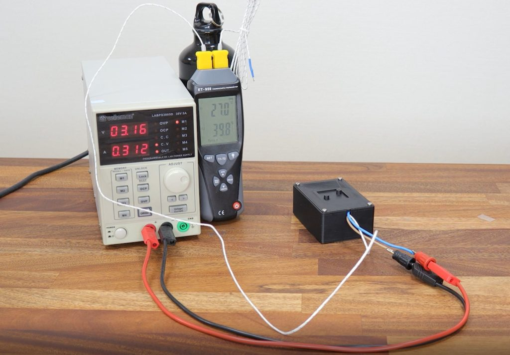Test setup with Velleman LABPS3005D bench power supply and Clas Ohlson ET-959 thermocouple thermometer.